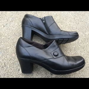 Women's Clarks Bendables Black Leather Booties 7.5